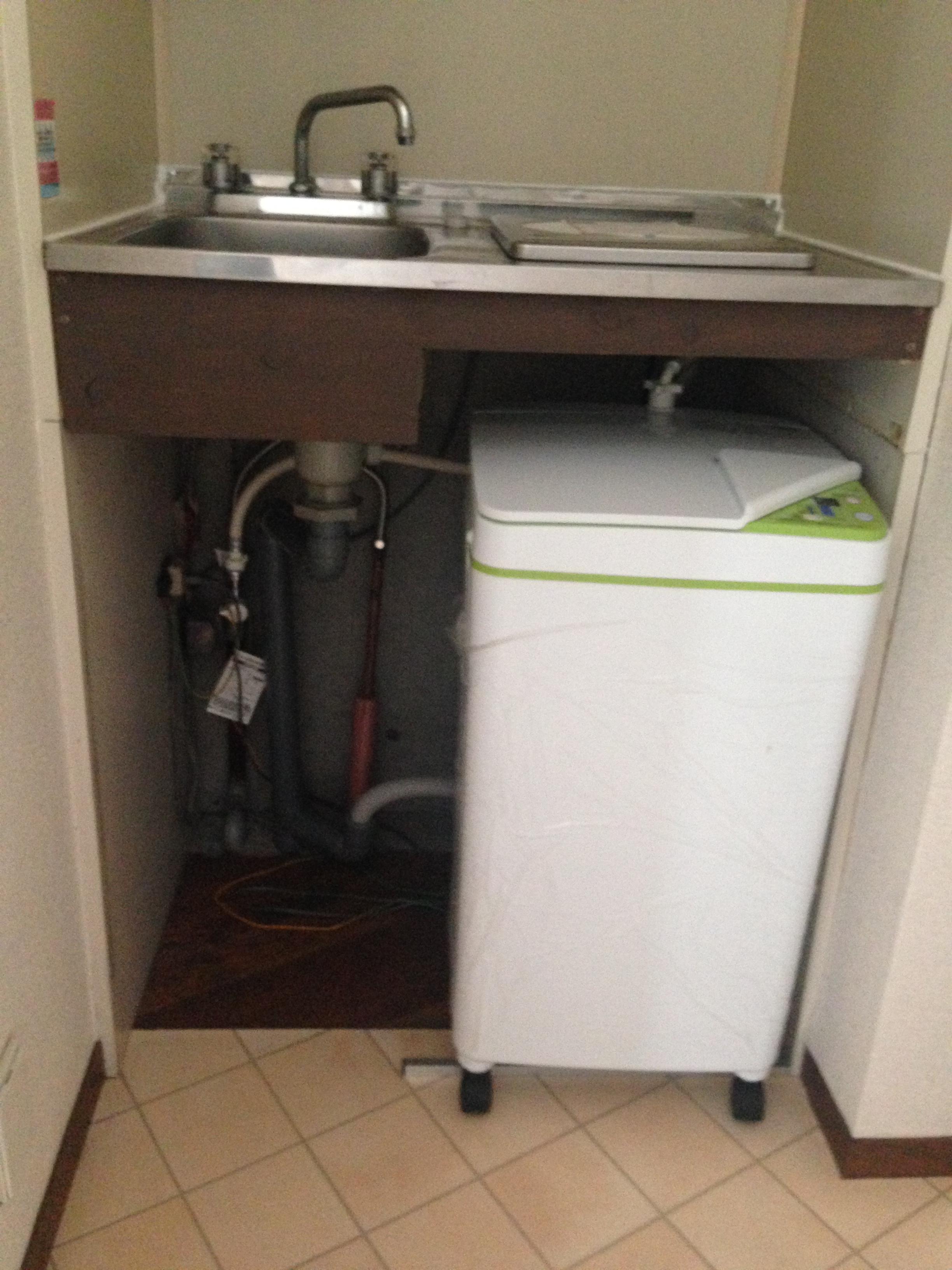 ミニキッチンの下に洗濯機を付けてみました。   不動産査定なら収益物件